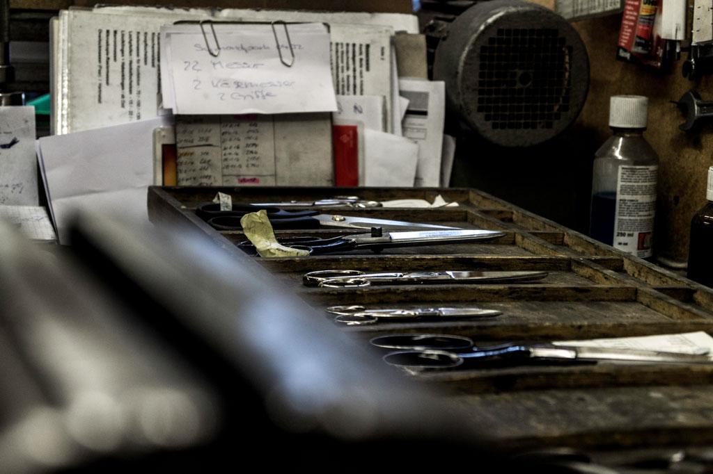Messer auf Brett
